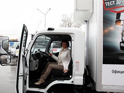 ООО «ДАЙМЛЕР КАМАЗ РУС» и официальный дилер FUSO в Свердловской области компания «ФУСО-Урал» представили клиентам грузовики Canter TF нового поколения.